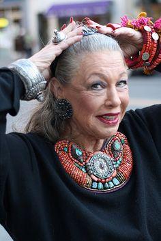 "Lynn Dell, ""Countess of Glamour"" for Advanced Style, Photo by Ari Seth Cohen Fashion Over, Look Fashion, Womens Fashion, Fashion Beauty, Fashion Trends, Turquesa E Coral, Moda Hippie, Estilo Hippie, Aged To Perfection"