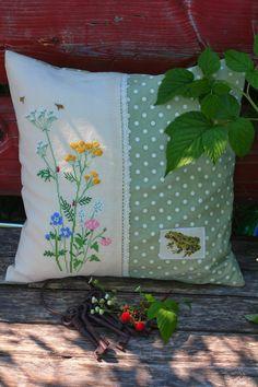 Подушка с полевыми цветами, дизайн Kazuko Aoki