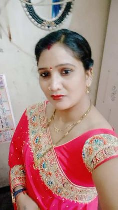 Anamika Singh has just created an awesome short video Beautiful Girl In India, Beautiful Women Over 40, Beautiful Blonde Girl, Beautiful Girl Photo, Beautiful Roses, Women Friendship, Girl Number For Friendship, Indian Natural Beauty, Indian Beauty Saree