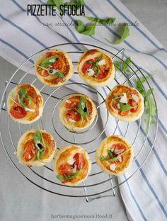 pizzette sfoglia stracchino pomodorini rucola