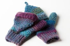 Crochet pattern tutorial for convertible mittens, photo guide. Even adventurous beginners can make them. Make them as a gift. Unisex, for women, men, child.