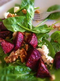 Roast beetroot spinach and feta salad with walnuts Feta Salad, Cobb Salad, Walnut Salad, Spinach And Feta, Vegan Recipes, Vegan Food, Beetroot, Salads, Roast
