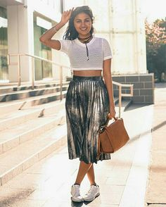Vidya Vidya Vox, Ethnic Fashion, In A Heartbeat, Indian Beauty, Photo Art, Bae, Midi Skirt, Singing, Trousers