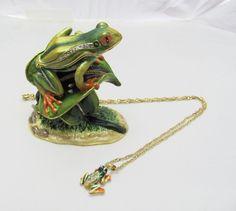 New Trinket Box Pewter Swarovski Crystals Green Frog Animal Necklace
