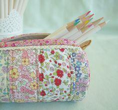 Pretty by Hand - Oh so pretty pencil case