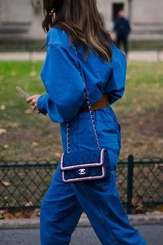 """Pantone just revealed the color of the year Here are 23 stylish ways to wear """"Classic Blue"""" which are inspired by influencer's street style looks. Bleu Pantone, Azul Pantone, Pantone 2020, Pantone Color, Blue Fashion, Fashion 2020, Fashion Week, Gala Gonzalez, Style Bleu"""