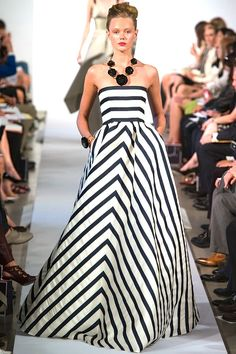 #Black & #white Oscar de la Renta #Spring #Summer #2013 ready to wear #fashion runway show .. IN LOVE W/ THIS DRESS!
