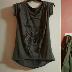Open shoulder rock and republic T-shirt Brand new, never worn rock and republic shirt. Open shoulders has a black sparkle longhorn skull with a dream catcher behind it. Rock & Republic Tops
