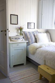 Guest bedroom detail