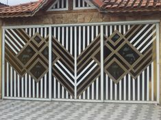 portao-para-garagem-residencial-aluminio-de-correr.jpg (573×429) Steel Gate Design, Metal Doors, Grades, Iron Gates, Animal Print Rug, Metal Structure, Madeira, Crewel Embroidery, Concrete Slab