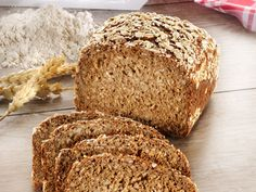 Schnelles Dinkelbrot selber machen Baking bread from healthy spelled is very easy with this recipe: How to bake spelled bread yourself, read here Spelt Bread, Bread Bun, German Bread, Vegan Foods, Bread Baking, Love Food, Baking Recipes, Bread Recipes, Bakery