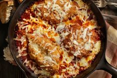 Unbelievably Easy Chicken Parmesan: Who says you can't eat the foods you love and lose weight? With Devin Alexander's incredibly easy chicken parmesan recipe, you'll. Oven Baked Chicken Parm Recipe, Skillet Chicken Parmesan, Chicken Parmesan Recipes, Keto Chicken, Chicken Enchilada Skillet, Chicken Enchiladas, Sour Cream Chicken, Chicken Parmigiana, Parmesan Crusted