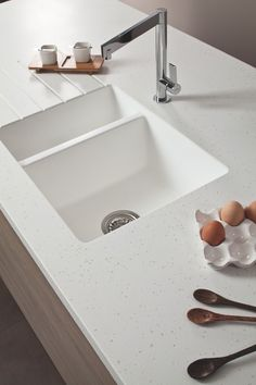Bushboard's upgraded Encore solid surface range offers moulded acrylic sinks and new designs - The KBzine Types Of Kitchen Countertops, Granite Kitchen Sinks, White Kitchen Sink, Solid Surface Countertops, White Countertops, White Sink, Kitchen Tops, New Kitchen, Kitchen Worktops