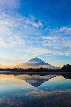 どっちが本物か分からないくらい綺麗に撮れた逆さ富士!この写真に隠された真実にあなたは気付いた?