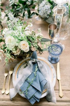 A Dreamy Wedding at Rancho Las Lomas Straight out of a Fairytale - Wedding table decorations - tischdekoration hochzeit Blue Table Settings, Wedding Table Settings, Wedding Table Centerpieces, Wedding Reception Decorations, Wedding Themes, Wedding Designs, Table Decorations, Themed Weddings, Wedding Ideas