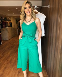 🍁PREVIEW WINTER🍁 Loja LOTADA de NOVIDADES!! 😍❤️ . . 👉Macacão pantacourt linho: 299,90; 📍Cores: preto e verde; 📍Tamanhos: P e M. . . #previewwinter2018 #lancamento #colecaonova #colecaooutonoinverno #vendaonline #lojaonline #lojavarejo #style #fashion #emporiofashionloja 15 Dresses, Casual Dresses, Casual Outfits, Fashion Dresses, Cute Outfits, Girl Fashion, Fashion Looks, Womens Fashion, Casual Jumpsuit