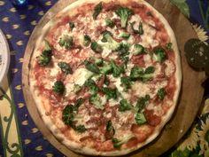Pizza ai broccoli, bacon e scamorza