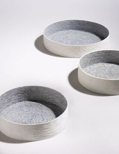 Bowls by Lut Laleman Use mesh on slab roller or pressed in by hand as texture