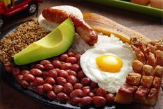 This is what you get in my country for 6 dollars Latin American Food, Latin Food, Avocado Recipes, Healthy Recipes, Columbian Recipes, Colombian Cuisine, 9gag Food, Good Food, Yummy Food