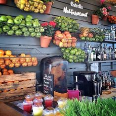 Im seeing a scaled down version if this for a home fresh juice bar. Like a coffee bar but for juice. Bar Deco, Deco Cafe, Smoothie Bar, Cafe Restaurant, Restaurant Layout, Modern Restaurant, Juice Bar Interior, Juice Cafe, Juice Bar Design