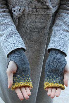 Návod na dámské pletené rukavice bez prstů Circular Knitting Patterns, Knit Patterns, Stitch Patterns, Fingerless Gloves Knitted, Free Knitting, Leg Warmers, Crochet, Fabric, Knits