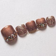 Fall Pedicure, Pedicure Nail Art, Toe Nail Art, Coffen Nails, Feet Nails, Pretty Toe Nails, Pretty Toes, Pedicure Designs, Toe Nail Designs