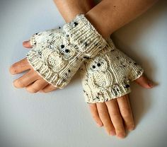 Ravelry: Fingerless Gloves – with OWLS! pattern by Janis Frank