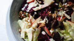 Salada de Folhas com Maçã, Nozes e Queijo de Cabra