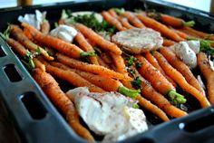 ירקות+אפויים+בתימין+וסומק Carrots, Salads, Vegetables, Recipes, Food, Carrot, Meal, Eten, Vegetable Recipes