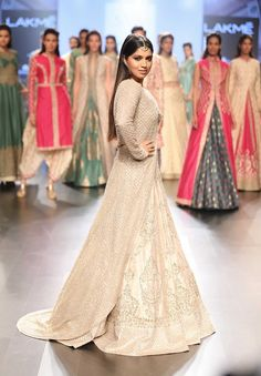 Sonam-Paras Collection At Lakme Fashion Week 2016 More from Fashion MaziaAsif…