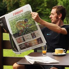 MACON, FRANCE - JULY 10: Tour de France race leader Bradley Wiggins of Great Britain and SKY Procycling relaxes before a team training ride on the first rest day of the 2012 Tour de France on July 10, 2012 in Macon, France. (Photo by Bryn Lennon/Getty Images)