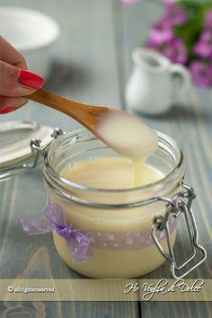 Latte condensato fatto in casa ricetta facile e veloce con solo due ingredienti. 10 minuti di preparazione per prepararlo in casa. Ricetta utile, economica