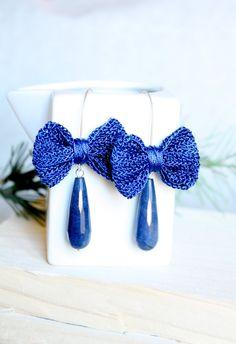 orecchini con fiocco blu all'uncinetto e di SusyDeMarchiJewelry, €15.50