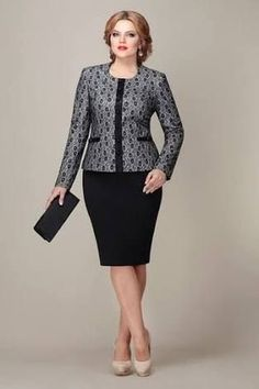 Curvy Girl Fashion Outfits, Plus sized clothing, fashion tips, plus size fall wardrobe and refashion. Fall and Autmn Fashion Outfits Trends for Plus Size. Womens Dress Suits, Suits For Women, African Fashion Dresses, African Dress, Mom Dress, Dress Skirt, Dress Tops, Mode Outfits, Fashion Outfits