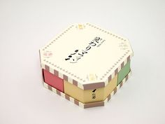 JAGDA WHO'S WHO Japanese Packaging, Box Design, Package Design, Paper Design, Album Covers, Branding Design, Decorative Boxes, Peach, Moon