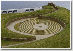 Labyrinthos - Labyrinth and Maze Resource, Photo Library and Archive. Home of Caerdroia: the Journal of Mazes and Labyrinths Landscape Design, Garden Design, Contemporary Landscape, Labyrinth Maze, Walking Meditation, Meditation Garden, Dubai, Parks, Labrynth