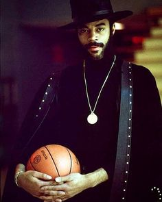 ..one of my idols when i was growing up thru the 70s.#KeepItFreshLike. @WaltFrazier .. #youknowtheboogiewoogie #metaphysicalfunkulations by thelazyhustler