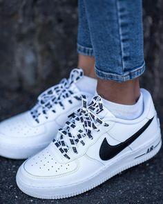 Was ein cooler Schuh für Frauen! Der Nike Air Force 1 bleibt einfach einer der besten Sneaker. Foto: https://www.instagram.com/poseandrepeat/