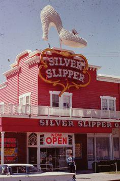 Las Vegas City, Las Vegas Strip, Las Vegas Nevada, Vintage Signs, Vintage Photos, Silver Slippers, Las Vegas Photos, Fun Signs, Best Cities