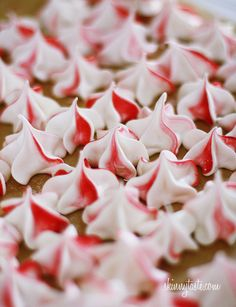 Peppermint Meringues – JUST 4 ingredients!