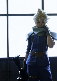 This Cloud cosplay from Final Fantasy 7 : Crisis Core looks so much like him! It's like he just stepped out of the game! Final Fantasy Cosplay, Final Fantasy Vii, Final Fantasy Crisis Core, Fantasy Series, Video Game Cosplay, Epic Cosplay, Amazing Cosplay, Cosplay Costumes, Cloud Cosplay