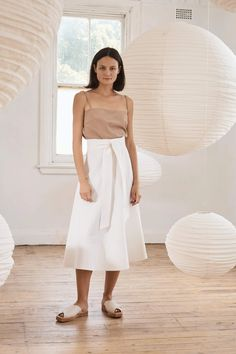 Anzu Top - Taupe – ST. AGNI Casual Chic Summer, Minimalist Chic, Staple Pieces, S Models, 90s Fashion, Spring Summer Fashion, Taupe, Midi Skirt, High Waisted Skirt