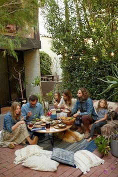 Hannah Henderson & John Moore From Venice BEACH  Love a outside entertaining space!!