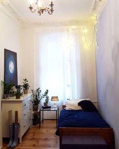 Schmales Schlafzimmer Im Altbau Bei Mrs.Poppins. #dunkelblau #living  #wohnen #