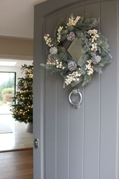 Snow Globe Door Decoration Ideas Fresh Natural Christmas Wreath for Grey Front Door Front Door Christmas Decorations, Christmas Front Doors, Christmas Door Wreaths, Front Door Decor, Christmas Home, Grey Christmas Tree, Christmas Crafts, Cottage Christmas, Christmas Swags