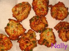 Chicken meat balls and veggies Finger Food Appetizers, Finger Foods, Appetizer Recipes, Romanian Food, Meat Chickens, Love Cake, Tandoori Chicken, Balls, Delish