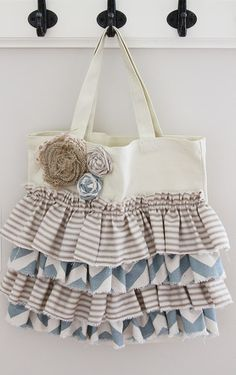 DIY ruffle tote....comes with tutorial & pattern cut...who wants to make this for me in vintage floral print?  Any takers?  :)