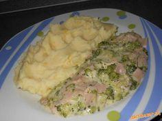 na masielku opražiť na kusky nakrajanu brokolicu, pridať vegetu, pretlaceny cesnak a trošinku podlia...