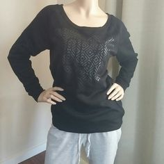 Black pull over sweater Like new condition perfect for cold days size large Sweaters