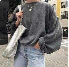 How to wear the chunky knit sweater in style? - StreetweaR - How to wear a chunky knit sweater in style? Tips and outfit ideas in this article! Casual Fall Outfits, Trendy Outfits, Urban Outfits, Dress Casual, Casual Chic, Look Fashion, Autumn Fashion, High Fashion, Travel Fashion